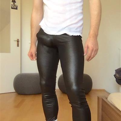 Nov, 2018's top guy bulge_lover wearing Bulges join me for a run